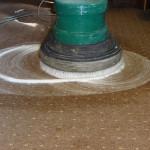 Wykładzina dywanowa podczas czyszczenia