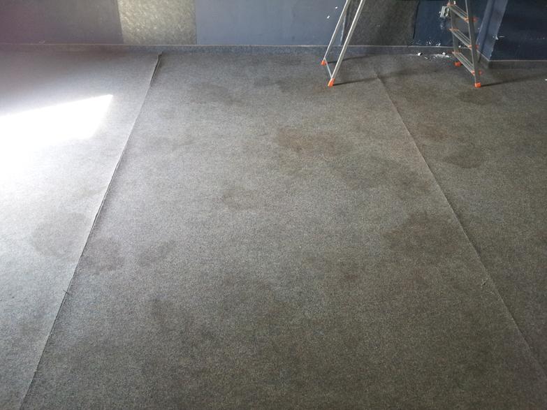 Wykładzina dywanowa przed wypraniem