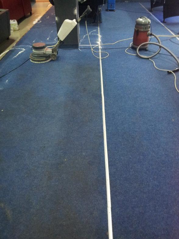 Wykładzina dywanowa przed i po wypraniu